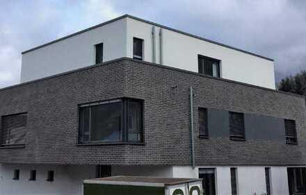 attraktive 4-Zimmer-Penthouse-Wohnung in Parknähe