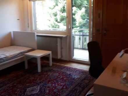 21qm großes möbliertes Zimmer mit Balkon in 3er Frauen WG