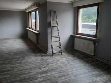 Günstige 4 Zimmer Wohnung mit Balkon!!!