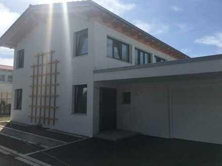 Schönes, geräumiges Einfamilienhaus mit fünf Zimmern in Deggendorf (Kreis), Moos
