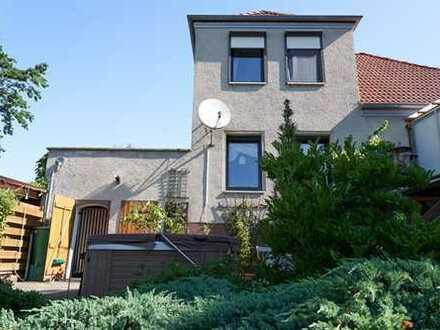 Einfamilienhaus mit traumhaftem Garten