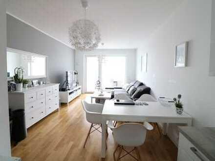 Geräumige 2 Zimmer Wohnung mit Süd-West Balkon und Weserblick aus 2. Reihe.