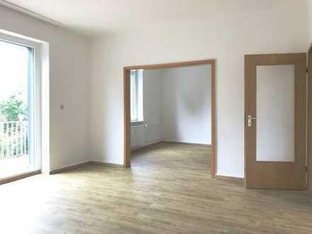 **GARTENSTADT-Schöne Whg mit 3,5- 4 Zimmern, Westbalkon, hochwertigen Böden, Badewanne & Wohnküche**