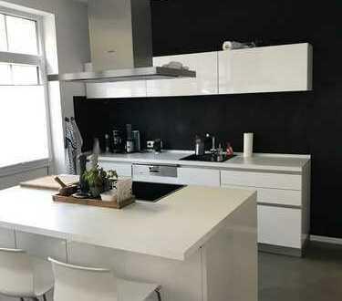 Stilvolle 2,5-Zimmer-EG-Wohnung mit Einbauküche und Garten in Döhren