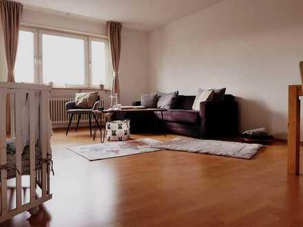 Vollständig renovierte Wohnung mit drei Zimmern und Balkon in Ludwigshafen Oggersheim