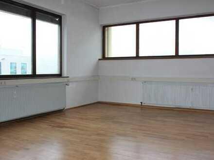 Großzügige, barrierefreie Büro-/ Praxisräume mit Kfz-Stellplätzen in Lauffen a. N.
