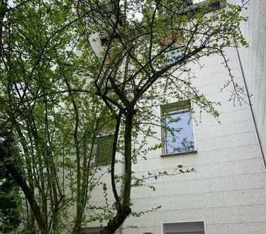 ! Schöner Altbau mit 8 Wohnungen in ruhiger Wohnlage in Frankfurt-Niederrad *