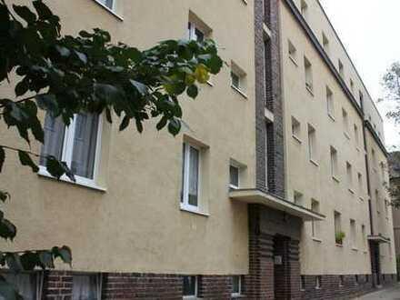 tolle 3 Raum-Whg. mit Balkon * tlw. Dielenfussboden* Tageslichtbad in Dölitz*