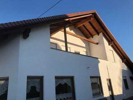 Großzügige 3 ZKB-Dachgeschoßwohnung mit Balkon in Diedorf ggf. mit zusätzl. 60 qm Souterrain-Räumen