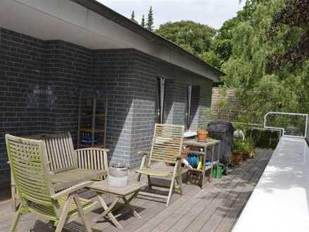 Hochwertig sanierte Penthouse-Wohnung mit Kamin, Dachterrasse und TG-Stellplatz in HH-Marienthal!