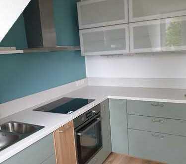 Stilvolle, geräumige und sanierte 2-Zimmer-Maisonette-Wohnung mit Balkon in Pasing, München