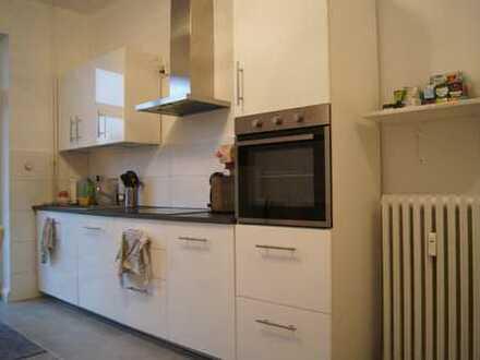 Erstbezug nach Sanierung: schöne 4-Zimmer-Wohnung mit EBK und Balkon und Kamin!!!