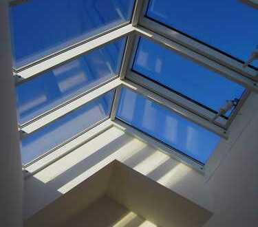 Bogenhausen - attraktives Mittelhaus mit Glasgiebel in Architekten-Dreispänner