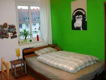 Helles Zimmer in Studentinnen-WG, volle Ausstattung