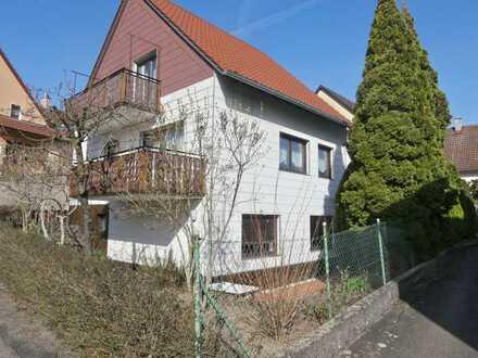 Gepflegtes Einfamilienhaus mit ELW, 2 Balkone und Terrasse in ruhiger Ortsmittelage
