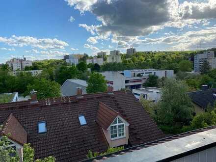 Ab sofort bezugsfrei! Gemütliche und sehr gepflegte 3-Zimmer-DG-Wohnung mit Balkon in Würzburg