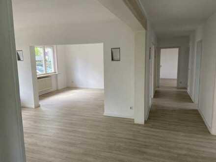 Exklusive, gepflegte 5-Zimmer-Erdgeschosswohnung mit Terrasse und Einbauküche in Stuttgart