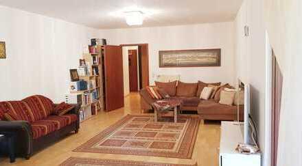Vollmöblierte gepflegte 4-Zimmer-Wohnung mit Balkon & Einbauküche in Lichterfelde(Steglitz), FU nahe