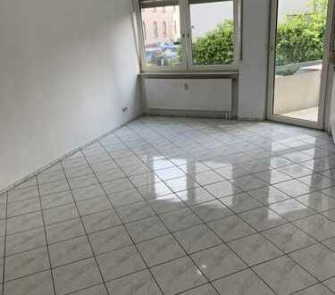 Helle 3-Zimmer-Maisonette-Wohnung mit Balkon und Einbauküche in Frankfurt am Main