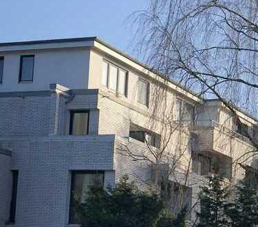 3 Zi. ETW mit Balkon und Garage in Hamburg seitlich an der Saseler Chaussee zu verkaufen