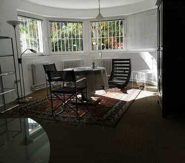 *** Traitteur Immobilien- helle kleine möbilierte Souterrainwohnung mit Blick auf den Garten ***