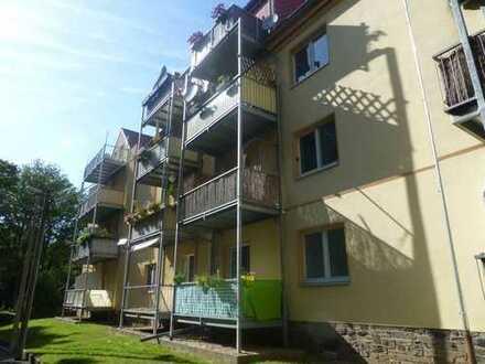 Ruhig gelegene, kleine 3 Raum Wohnung mit Tageslicht-Küche/-Bad und Balkon sowie EBK