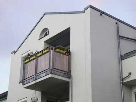 2 Zimmer + 2 Balkone + ruhige Wohnanlage komplett renoviert + Tiefgaragenstellplatz!