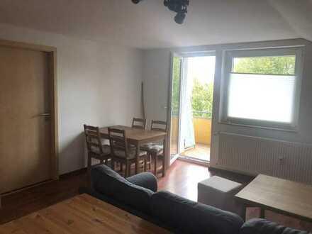Moderne 2 Zimmer DG-Wohnung mit Balkon