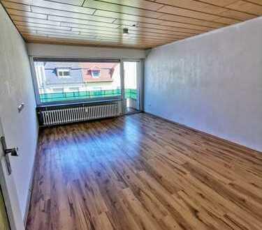 Top geschnittene, lichtdurchflutete Wohnung mit Balkon, wartet nach der Renovierung auf Ihren Einzug