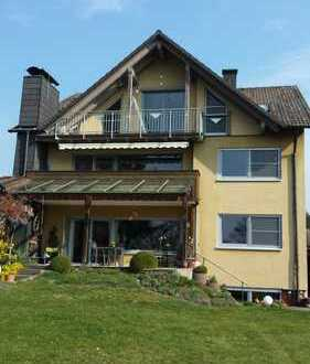 Großzügige 2,5-Zimmer-DG-Wohnung mit Balkon und Einbauküche in Erlangen-Kosbach