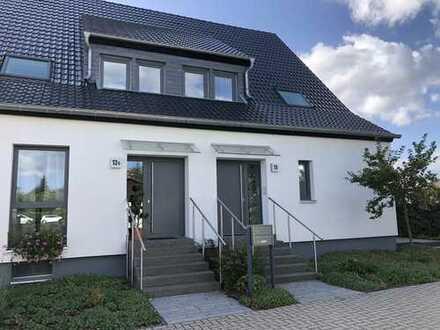 Helle, exklusiv renovierte Doppelhaushälfte in Velber