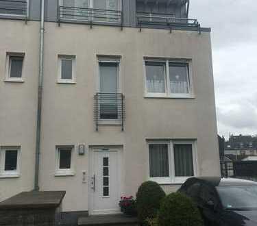 Großzügige 5 Zi-Maisonettewohnung mit zwei Balkonen in BN-Graurheindorf mit Rheinblick
