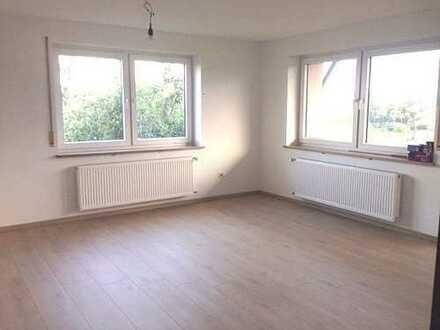 Haus im Haus: Große 5-Zimmer Wohnung mit separatem Eingang und Balkon