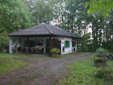 Jagdhaus in idyllischer Alleinlage im Pfälzer Wald mit Nebengebäuden