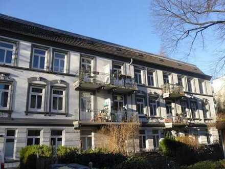 Großzügige 3,5 Zi.Altbau-Whg. mit Wohnküche und Balkon im Hinterhaus!