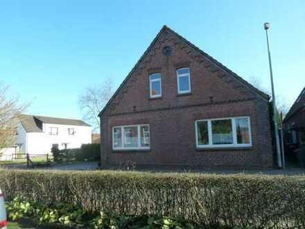 Wohngebäude mit drei Wohnheiten im Stadtkern von Wittmund