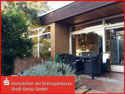 ***Außergewöhnlicher Architektenbungalow im Ortskern von Biebesheim***