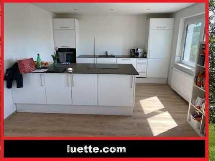 separat, ebenerdig zugängliche helle 3-Zimmer-Wohnung, ca. 93 m² Wohnfl., Küche – EBK, Fernblick,...