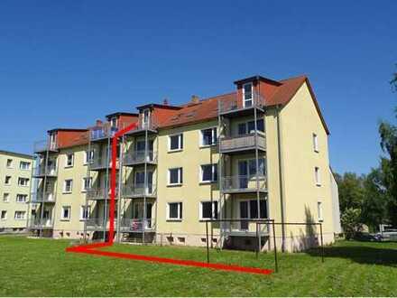 Privat 3 Raum Wohnung mit Balkon, Schule und Bus vor der Tür