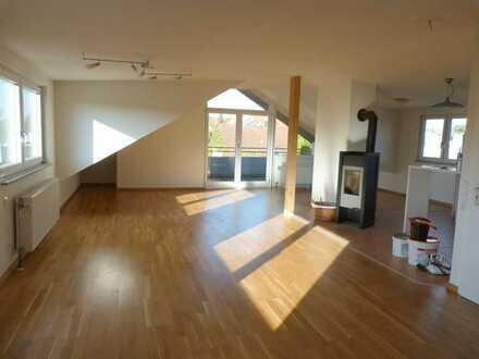Gesucht-Gefunden-Gemietet. Dachgeschosswohnung mit  Einbauküche und Kfz.-Aussenstellplatz!