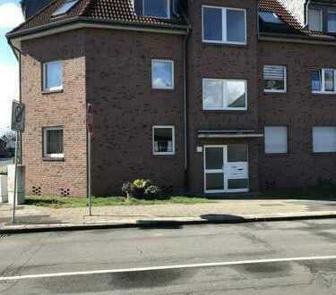 Vollständig renovierte 3-Zimmer-Dachgeschosswohnung mit Balkon in Moers