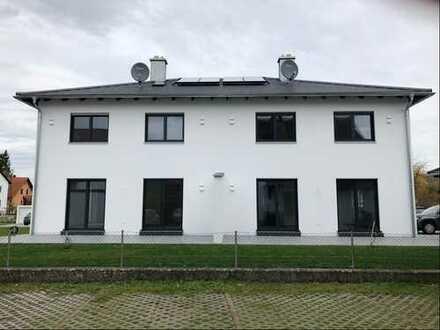 Neubau-Doppelhaushälfte in Baar-Ebenhausen
