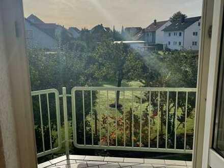 Helle 3-Zimmer-Dachgeschosswohnung mit Balkon in Hirschaid