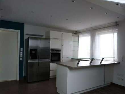 Sonnige, helle 4-Zimmer-Dachgeschosswohnung mit Balkon und Einbauk. in ruhiger Lage von Mögglingen