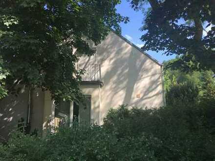 Potsdam-West: Stilvolle DHH mit herrlichem Grundstück in Waldnähe