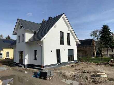 EFH mit 3 Schlafzimmern, EBK, 2 Bäder + Gäste WC + HWR und Garten in Potsdam, Groß Glienicke