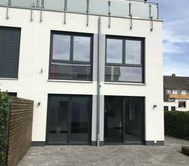 Modernes Passiv Haus / Dppelhaushälfte im Bauhaus Stil in ruhiger Lage