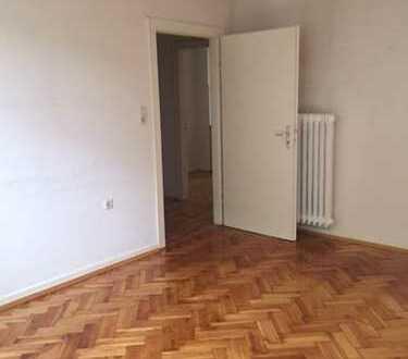 Erdgeschosswohnung mit tollem Parkettboden zu vermieten!