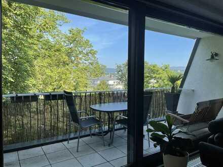 Geschmackvolle 5-Raum-DG-Wohnung mit Balkon und EBK in Wiesbaden