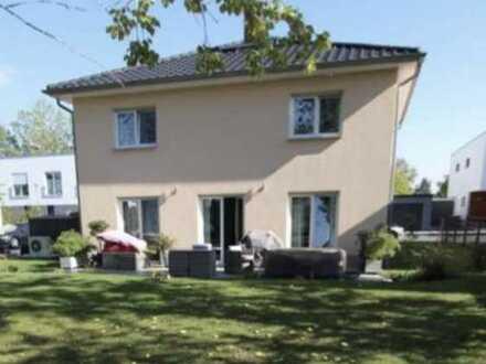 Einfamilienhaus mit EBK, Kamin und großem Garten am Volkspark Potsdam